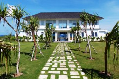 Villa Putih - Bedroom and Garden