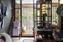08-Majapahit Beach Villas - Villa Raj - Master bathroom