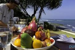 12-Majapahit Beach Villas - Alfresco dining on the beach deck