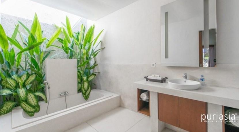 Villa Sam Seminyak - Bathroom