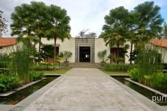 Jeeva Saba Villa - Walkway and Pond
