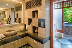 Villa Bidadari Cliffside Estate - Master Bathroom