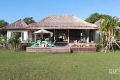Driftwood Villa - Villa and Lawn