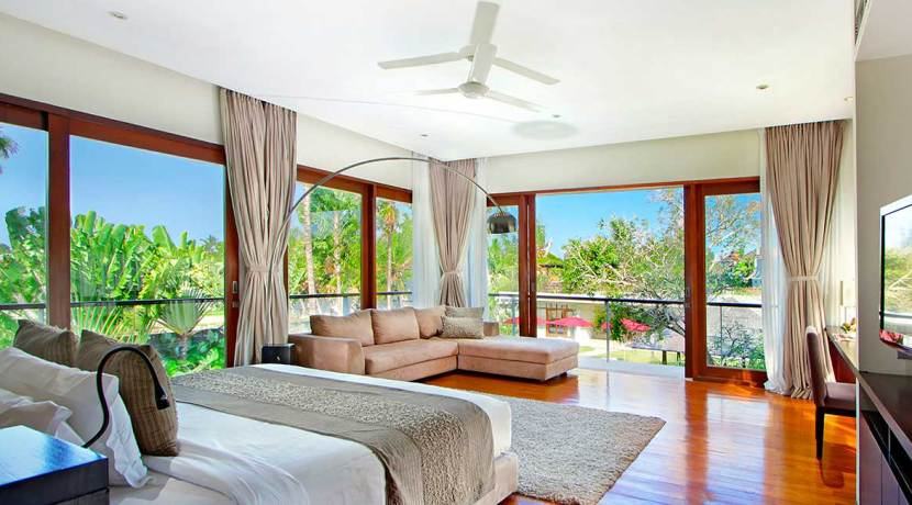7.-Villa-Kalyani---Master-bedroom-with-living-space