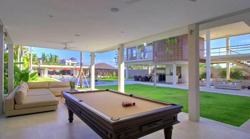 9.-Villa-Kalyani---Pool-table