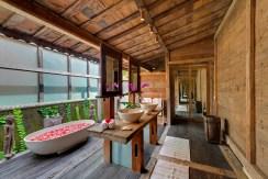 Impiana Villa Canggu - joglo Villa Bathroom