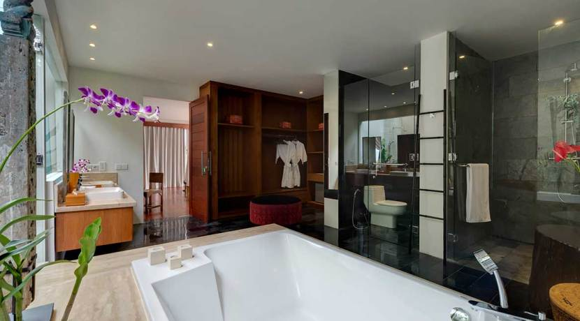 13-Villa-Asada---Master-bathroom-2