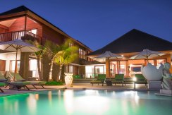16.-Villa-Bayu-Gita-Beachfront---The-villa-at-night