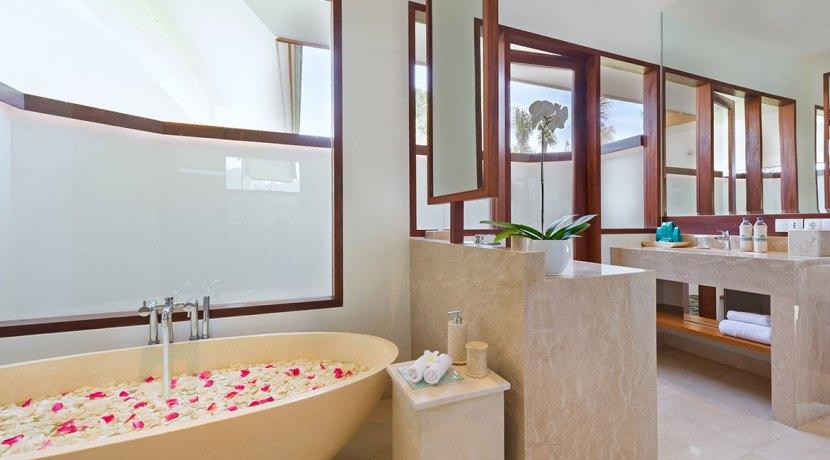 18.-Pandawa-Cliff-Estate---Villa-Rose---Ensuite-bathroom-three