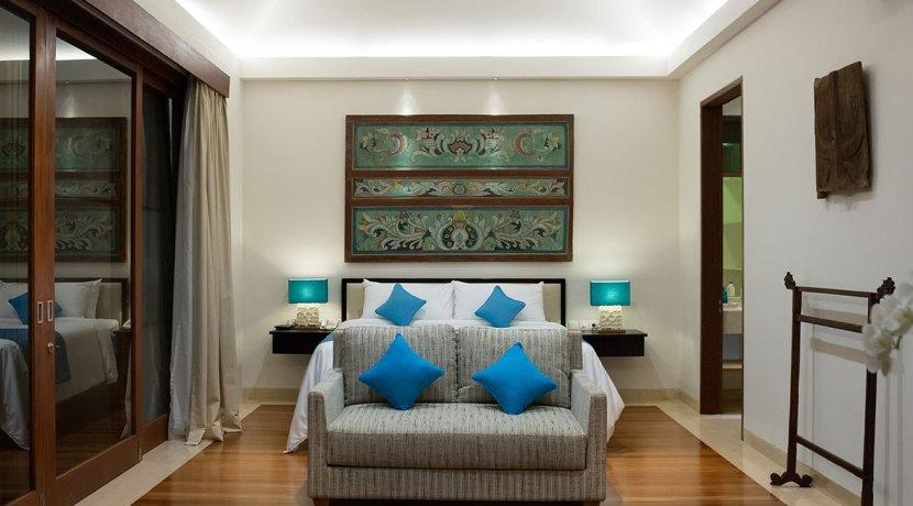 21.-Pandawa-Cliff-Estate---Villa-Marie---Master-bedroom-two-at-night