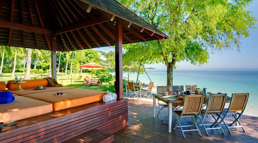 4.-The-Anandita---Beachfront-bale-and-dining
