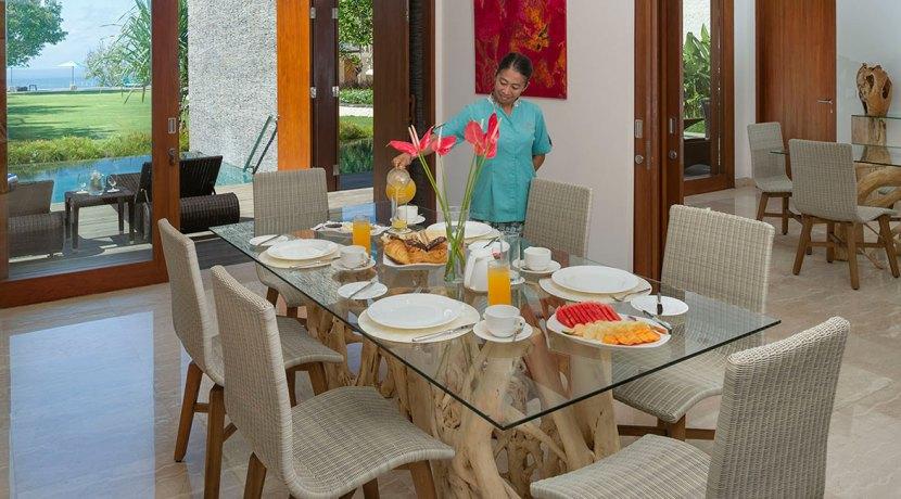 5.-Pandawa-Cliff-Estate---Villa-Markisa---Breakfast-service