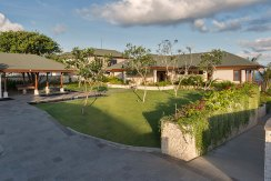 9.-Pandawa-Cliff-Estate---Villa-Rose---Front-garden