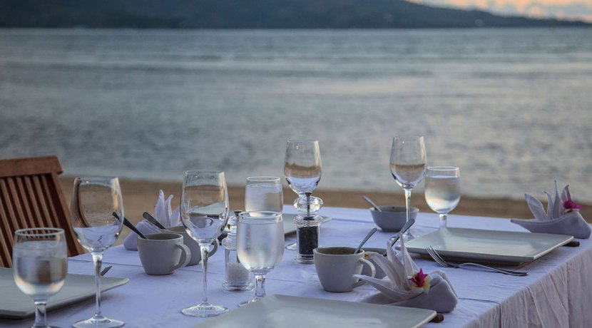 Villa-Sepoi-Sepoi---Dining-by-the-beach