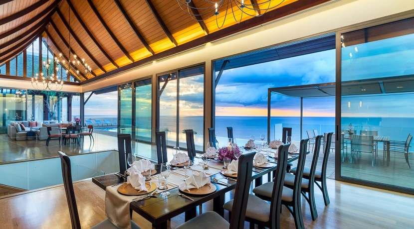 Villa Haleana - Dining and Living Area