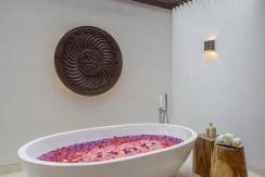 Villa Grand Cliff Nusa Dua - Ensuite bathtub