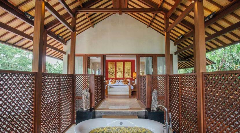 Bathtub-to-the-bedroom