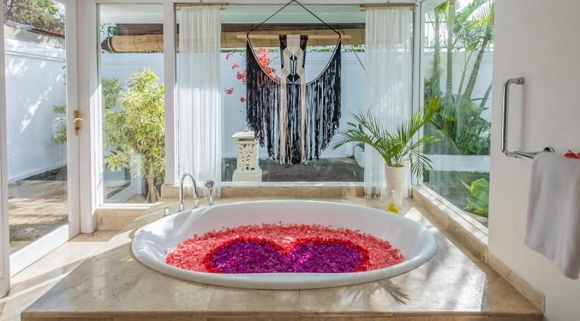 Villa Puri Balangan - Flower Bath