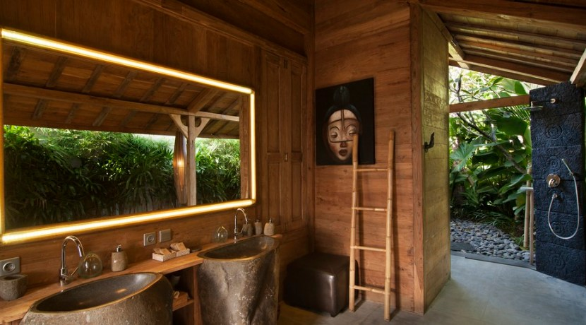 Villa Kayu - Bathroom