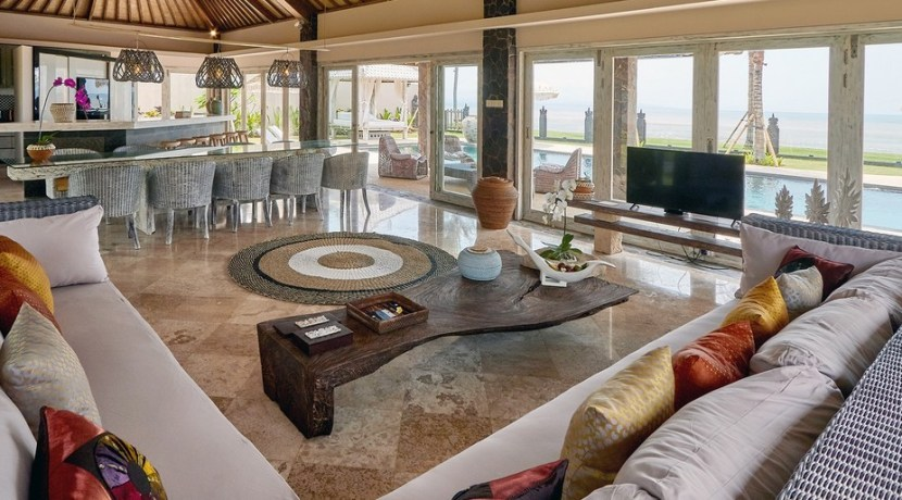 Villa Sunrise – Living and Dining Area