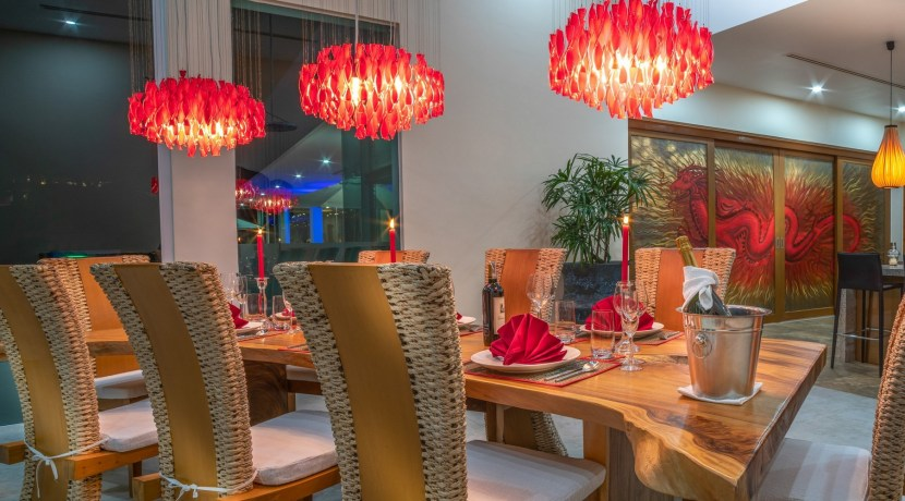 Villa Solaris - Dining room and kitchen in the evening