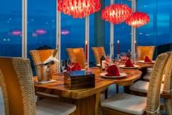 Villa Solaris - Dining room at night