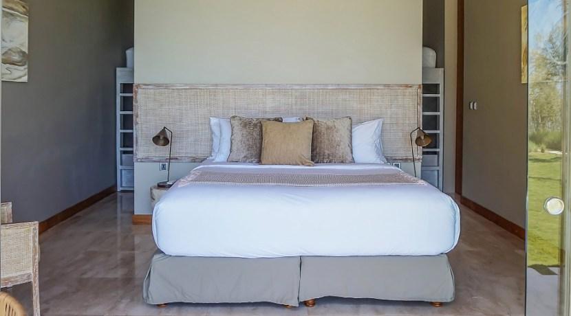 Villa Tebing - Minimalist guest bedroom and bunk bed design