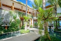 Villa Sawan - Villa Walkway