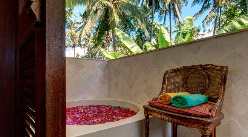 Master-Bath-Tub-Villa-Gita-Segara-Bali