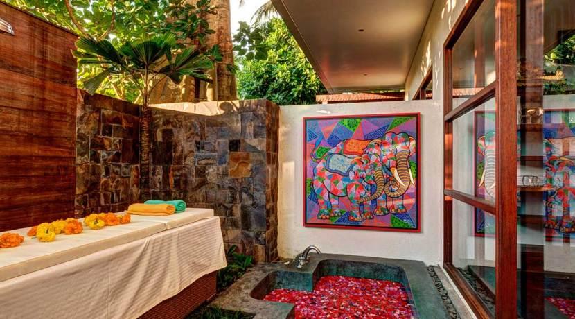SPA-Bath-Tub-Honey-Moon-Suite-Villa-Gita-Segara-Bali