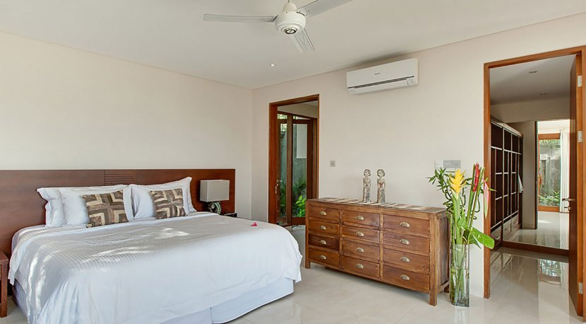 Villa-Tirta-Nila---Downstairs-guest-bedroom-interior-with-walkin-cabinet