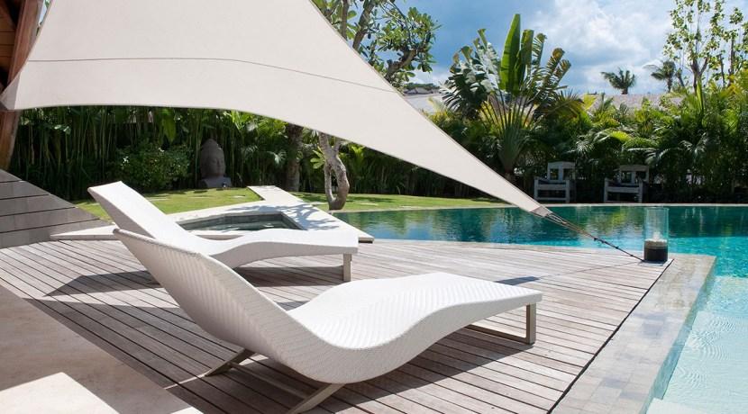 Villa Kailasha_0009_11-The Layar - 3 bedroom - Sun loungers