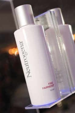 Neutrogena Fine Fairness Toner