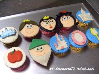 Snow White Cupcakes - Anna Banana