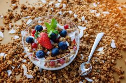 blueberry smoothie bowl, breakfast cereal, strawberry and muesli