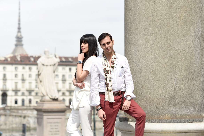Laura Comolli e Roberto De Rosa in viaggio a Torino indossano gli orologi Vacheron Constantin Overseas
