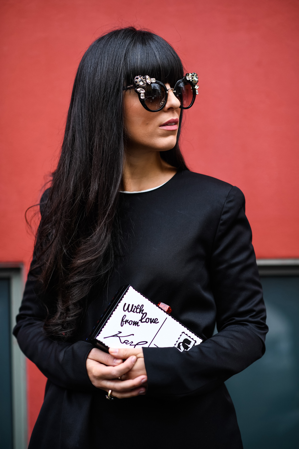 Milan Fashion Week - Accessori per personalizzare un look total black - Laura Comolli indossa abito Calcaterra e accessori presi su Zalando