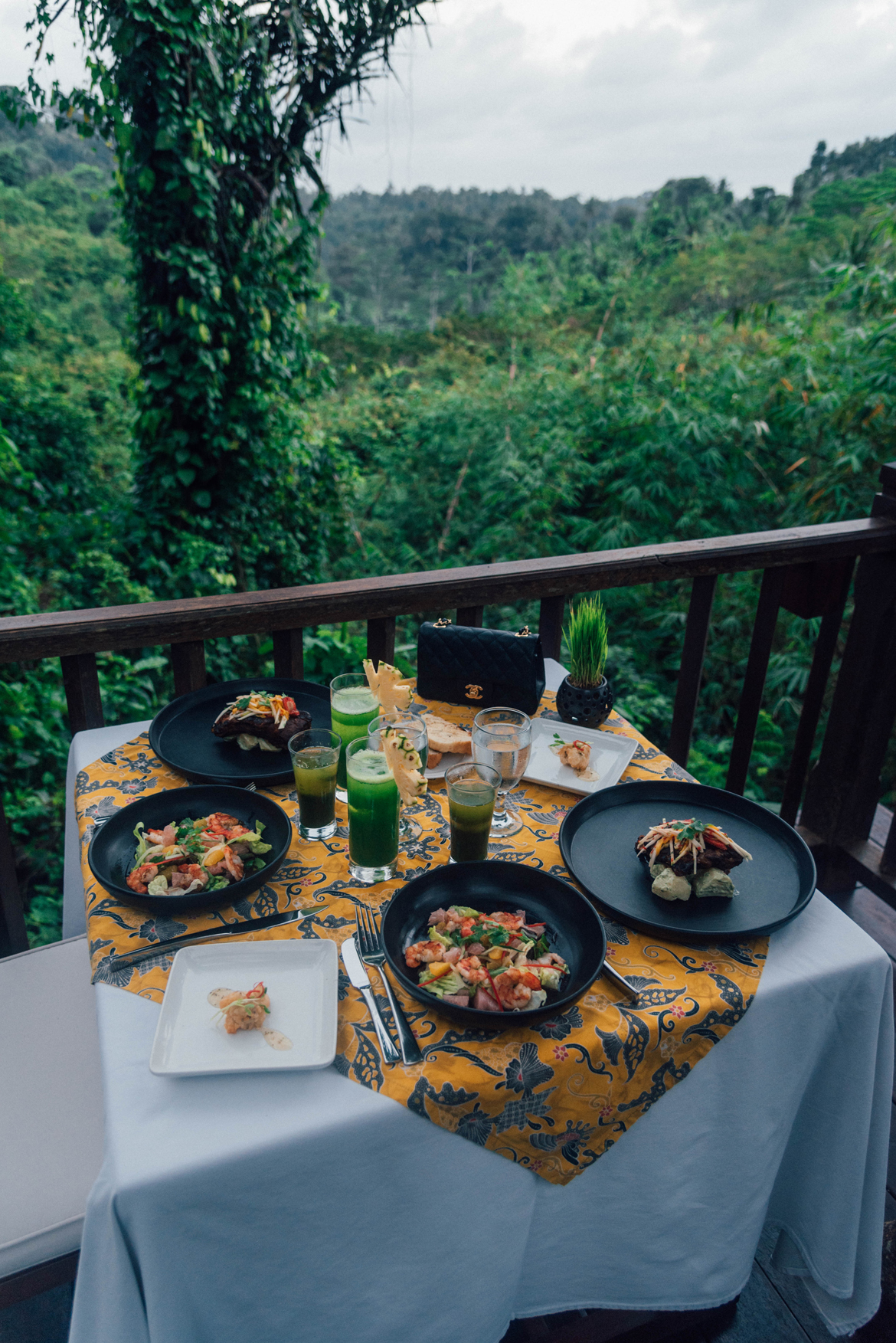 Laura Comolli a cena al Kayumanis Resort Ubud - Il mio viaggio a Bali: cosa vedere, dove dormire e mangiare