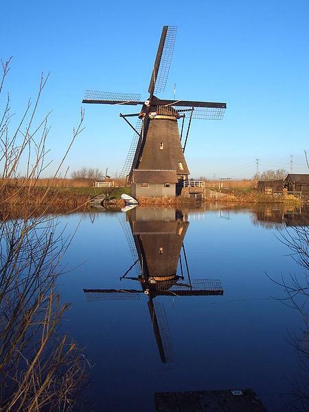 Kincir Angin di Kinderdijk (sumber en.wikipedia.org)