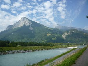 The Rhine in Balzers; view on the Gonzen (Foto: wikipedia.org) Liechtenstein Kini termasuk Negara Schengen
