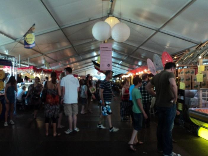 Tong Tong Festival ini diselenggarakan oleh Yayasan Tong Tong