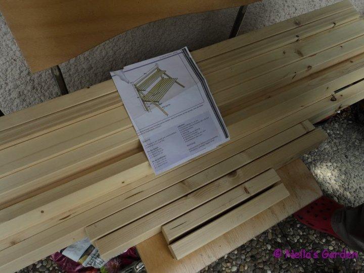 Sketsa Rak Bunga berikut kayu-kayu yang sudah dipotong. Proyek Membuat Rak Bunga.