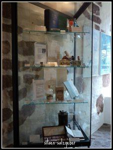 Etase koleksi Ruang Dua Museum Farmasi Jerman