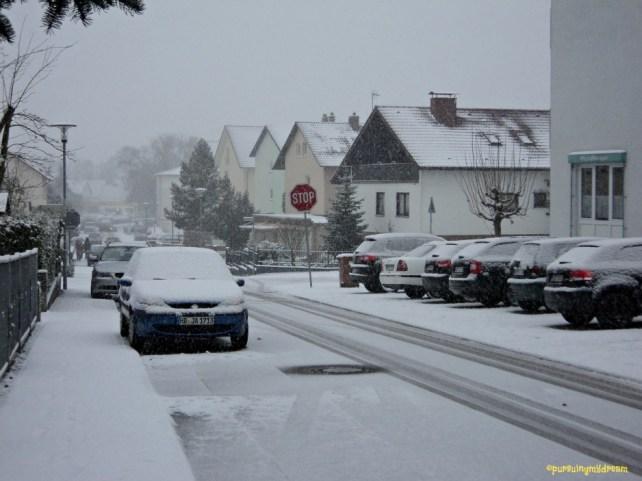 Pemandangan Salju Tebal Depan Rumah di Sinsheim 07.12.2012