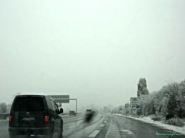 Nyetir Harus Hati-hati, Salju Mulai Mencair