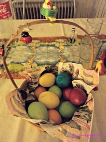 Telur Paskah. Mertuaku Mewarnai Sendiri