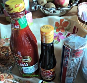 Pesan saos sambel Belibis Pedasnya Mantap, trus kecap buat bikin nasi goreng, trus gula merah untuk bikin bubur kacang hijau