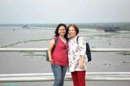 Latar Belakang sungai Barito. Jembatan ini memiliki panjang 1.082 meter yang melintasi Sungai Barito selebar 800 meter