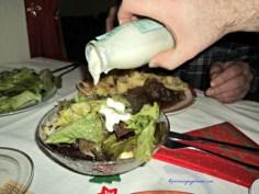 Enak banget saladnya dikasih salad dressing ini