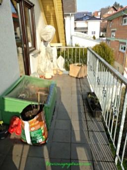Sudut lain Balkonku yang hampir kosong pada musim dingin